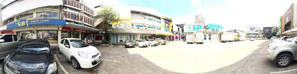The Sib Clinic - Siam Branch - Bangkok - View from outside of clinic and car parking area